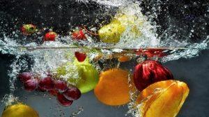 Obst in Wasser